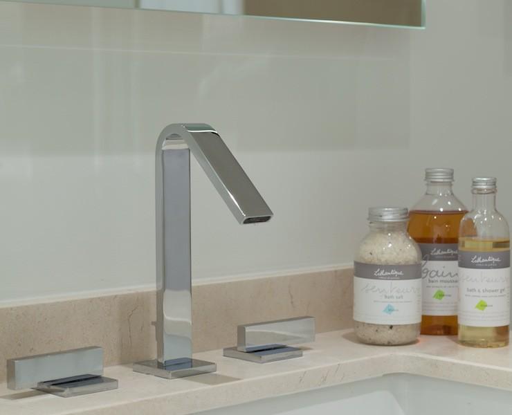 1202 Faucet Detail