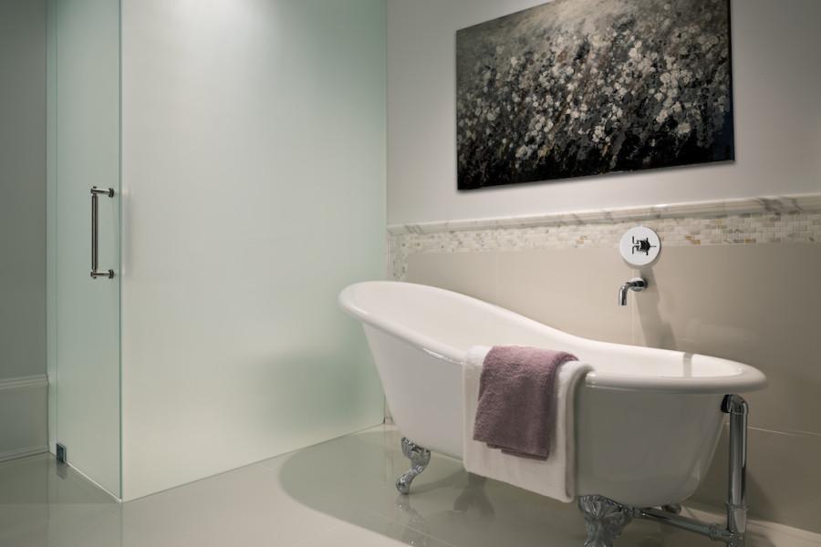 Artemisia tub and water closet
